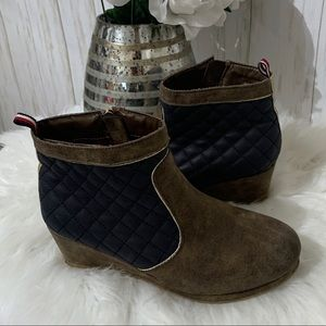 Tommy Hilfiger Cate Quilt Ankle Booties size 5